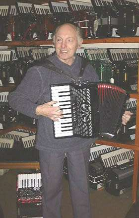 Ken Hartley - master of the small accordion!